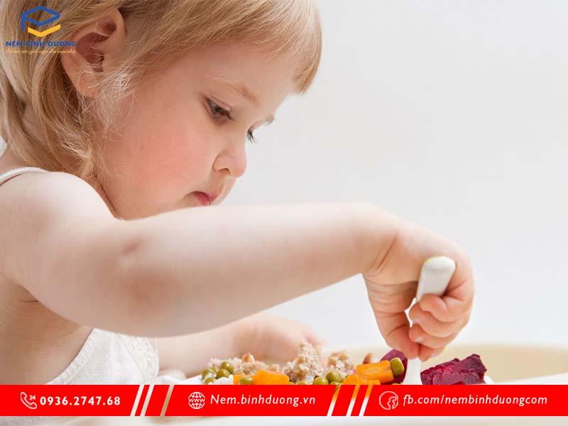 8 mẹo trị biếng ăn ở trẻ em đơn giản hiệu quả - Nệm Bình Dương